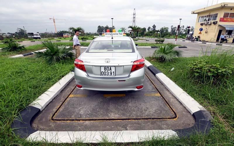 Ghép xe dọc vào nơi đỗ