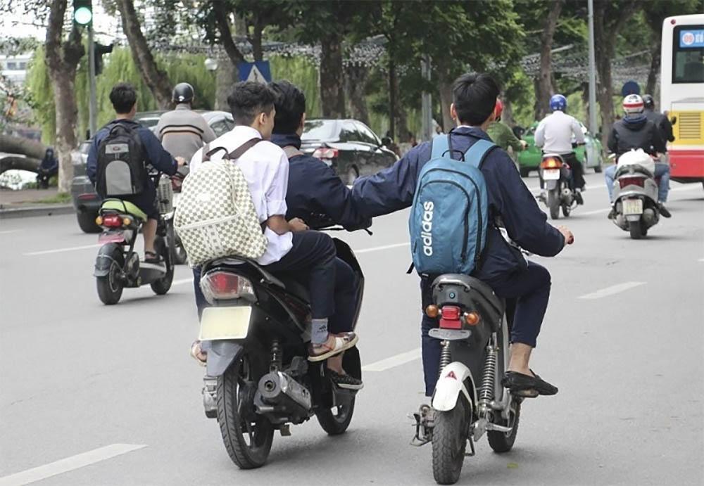 Độ tuổi thi bằng lái xe máy được quy định như thế nào?