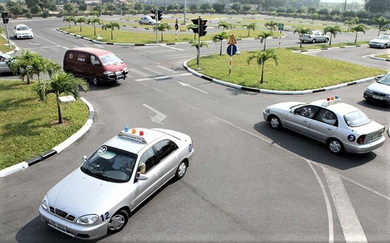 Ôn thi giấy phép lái xe hạng B1 tại Học Lái Xe 12H