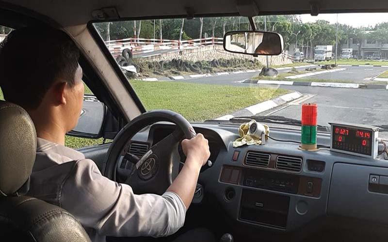 Thi bằng lái xe ô tô B1 tại Trung tâm Học Lái Xe 12H