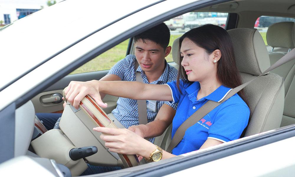 Học thi bằng lái xe ô tô B2 online
