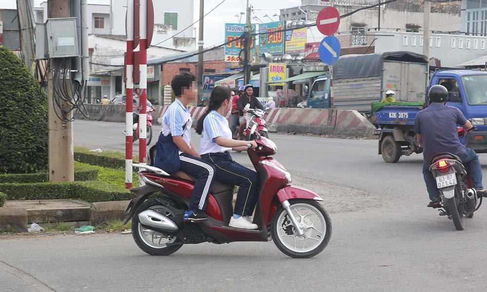 17 tuổi có được thi bằng lái xe máy không?
