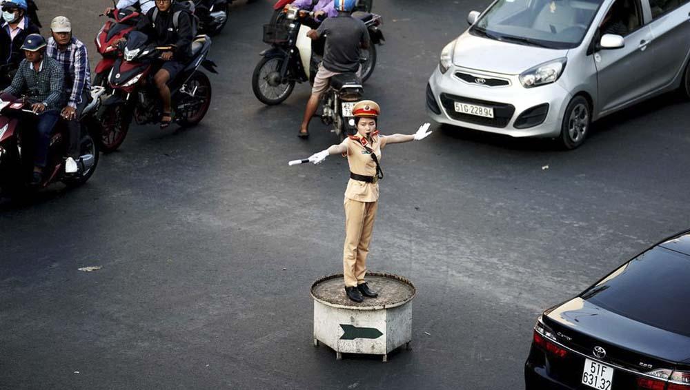 Tuân thủ theo người điều khiển giao thông
