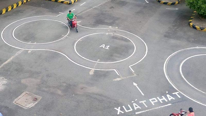 Mẹo thi sa hình bằng lái xe A1 phần thi vòng số 8