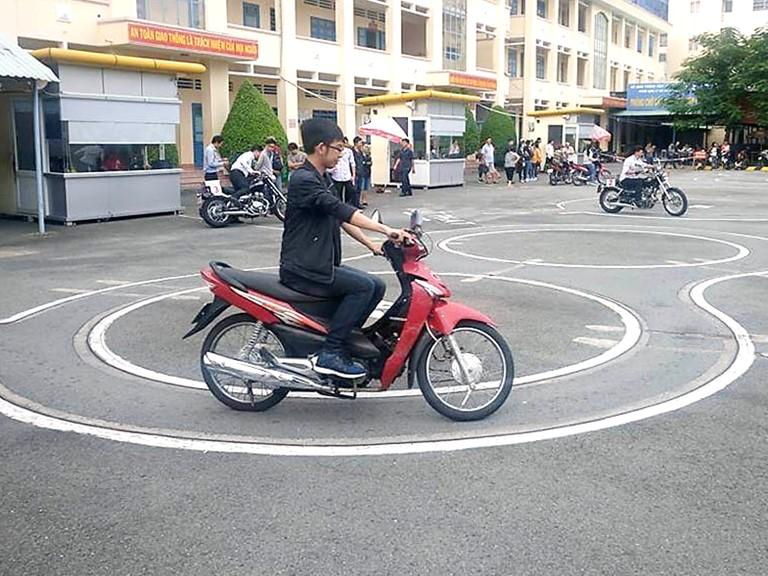 Điều kiện để dự thi bằng lái xe A1 cho người đi xe 50cc