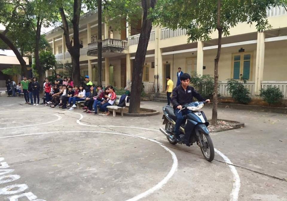Học và thi bằng lái xe máy A1