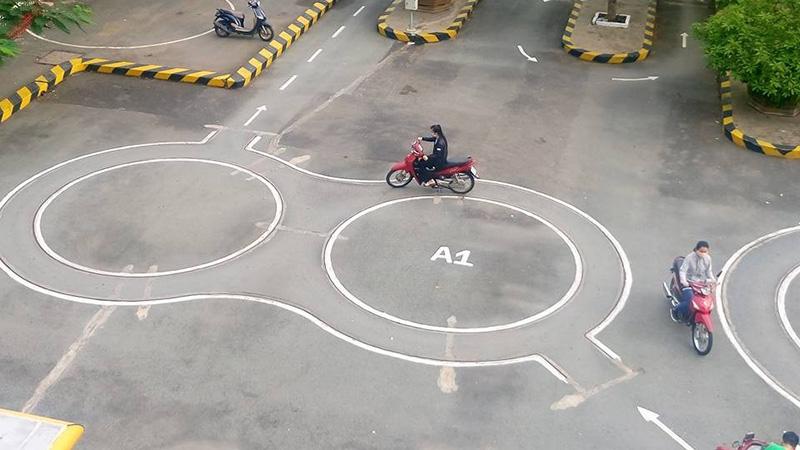 Tham gia khóa học và thi bằng lái xe máy A1